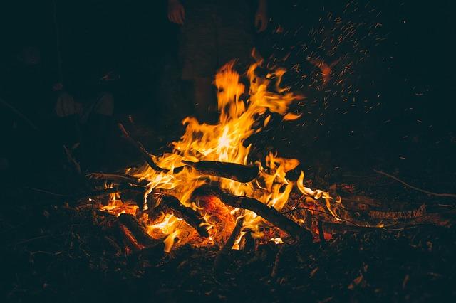 bonfire-1835829_640